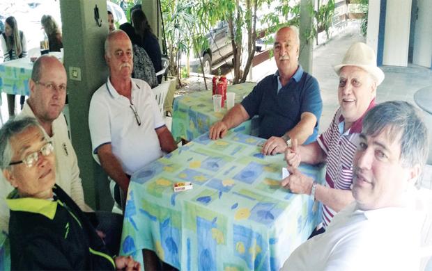 O trio Takahi, Artur e Paulo Leite levou o maior choicolate do trio André, Arnaldo e Mário. Destaque para a jogada final com André e Mário, que petecaram o trio adversário...