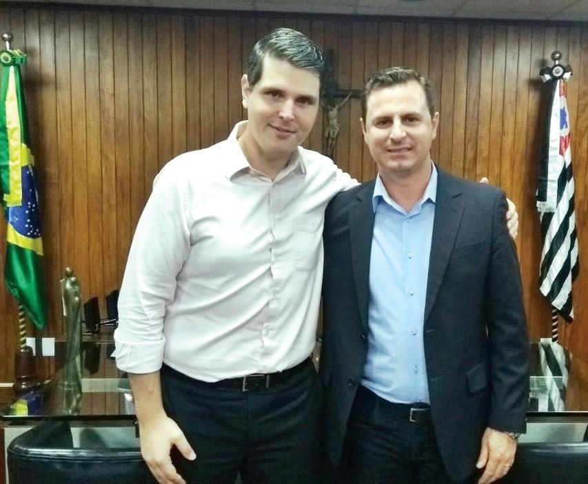 Deputado Cauê Macris, presidente da Assembléia Legislativa do Estado de São Paulo recepciona seu particular amigo, vereador Bruno Barnabé da Silva, presidente da Câmara