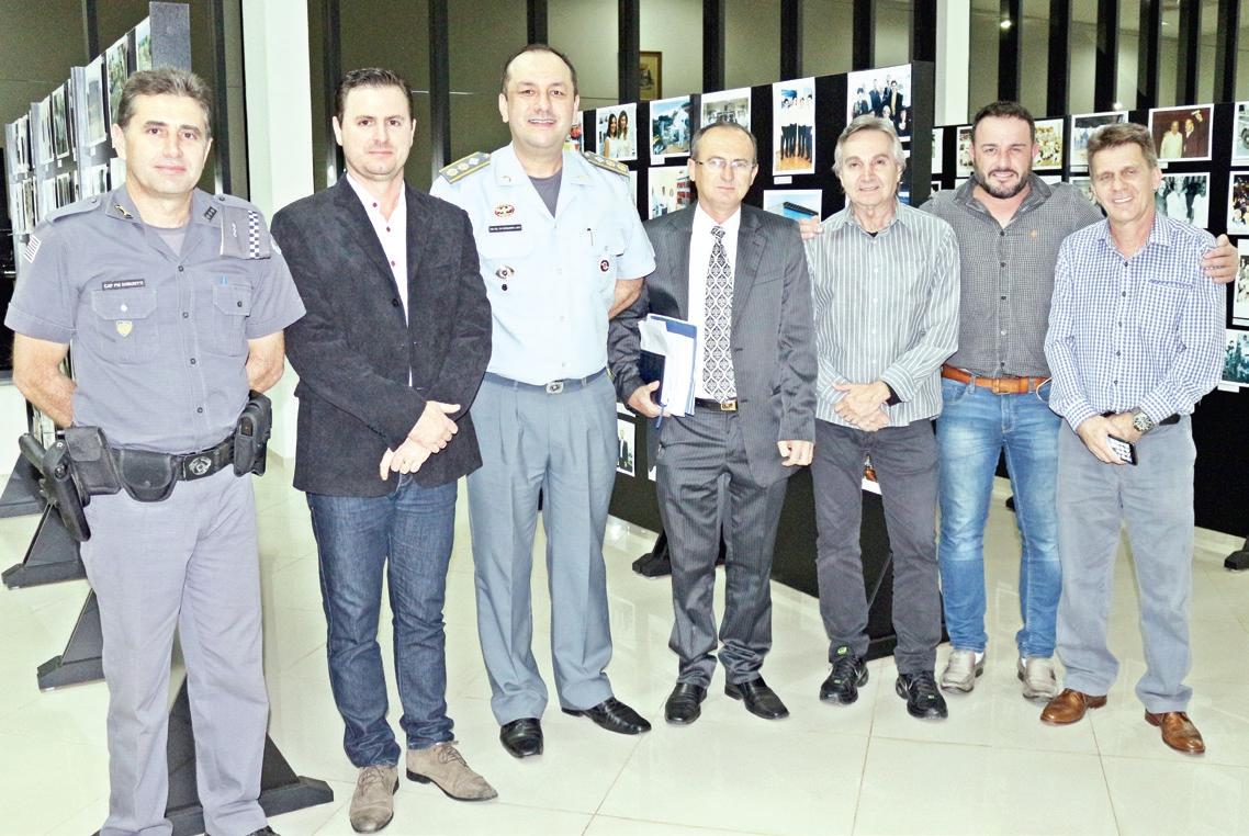 Capitão PM Donizete, presidente Bruno, Tenente Coronel Willians, vereadores Eliseu, Flávio e Rogério e o chefe de gabinete Ricardo Cruzatto