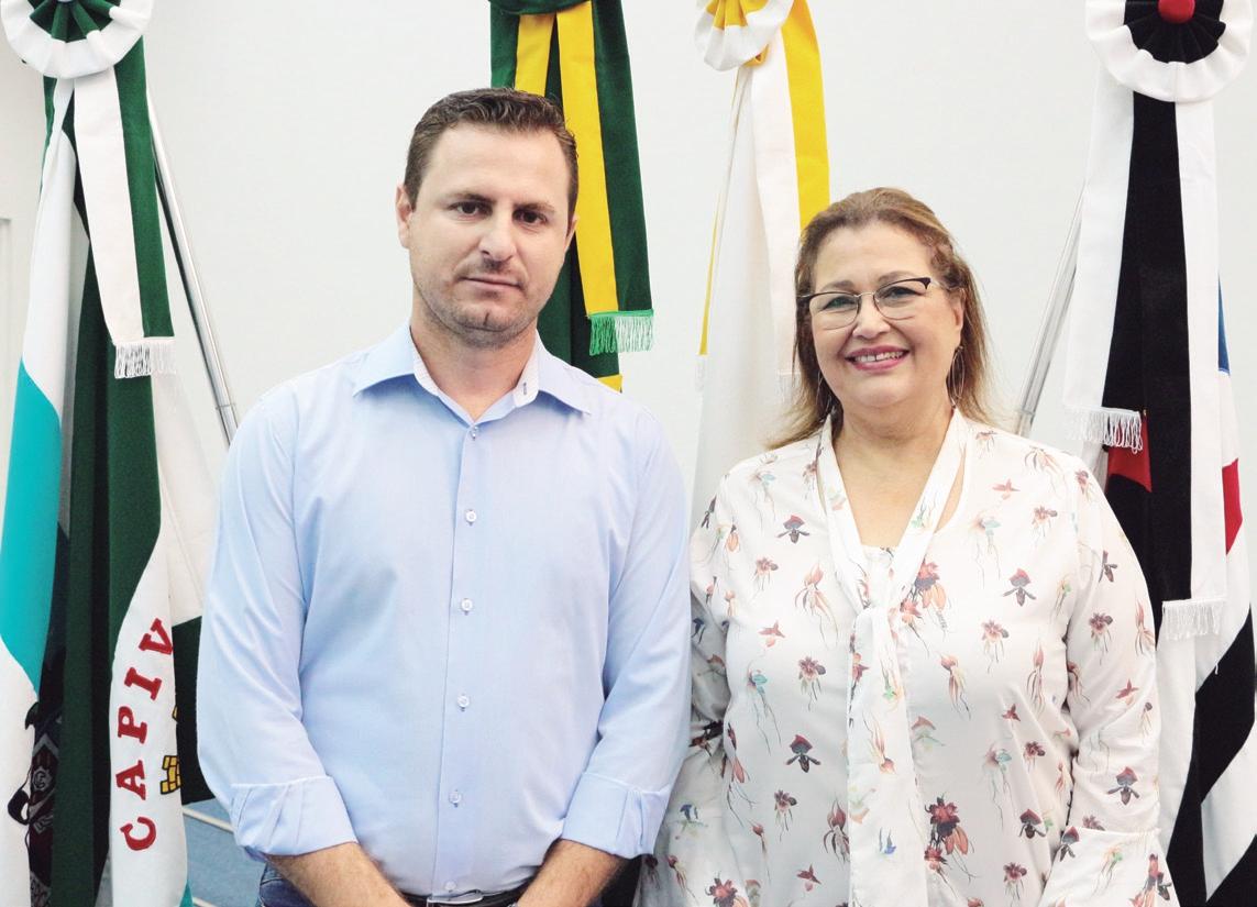 Vereador Bruno Barnabé da Silva, presidente da Câmara Municipal deA Capivari e a vereadora Naiara Regitano Hendrikx, presidente da Câmara Municipal de Holambra