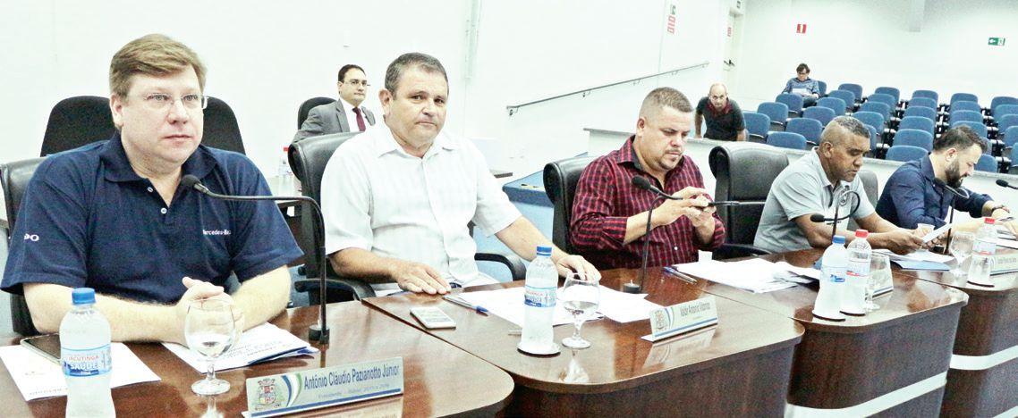 Vereadores Junior Pazzianotto, Valdir, Gamaliel, Binga e Marini, durante a votação na Câmara, 2ª feira pp