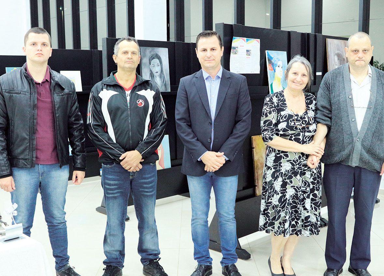 Ao lado do filho, artista Douglas Castro, presidente Bruno Barnabé, Valéria e Rodrigo Bragion