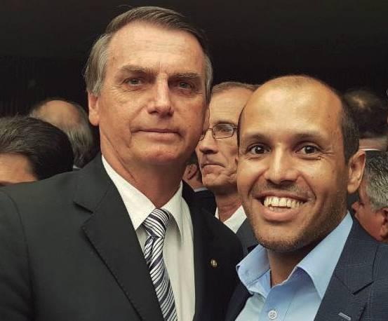 Jair Messias Bolsonaro foi eleito presidente do Brasil com 55% dos votos válidos ao lado do suplente de deputado estadual, vice prefeito de Capivari, Vitor Hugo Ricomini, que deve assumir uma das cadeiras na Assembléia Legislativa do ESP.