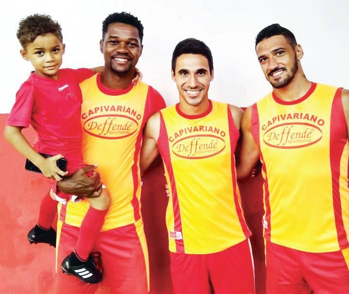 O artilheiro Romão, com seu filho Enzo,  o meia Bruno Sabiá e o zagueirão Rodrigo Sabiá