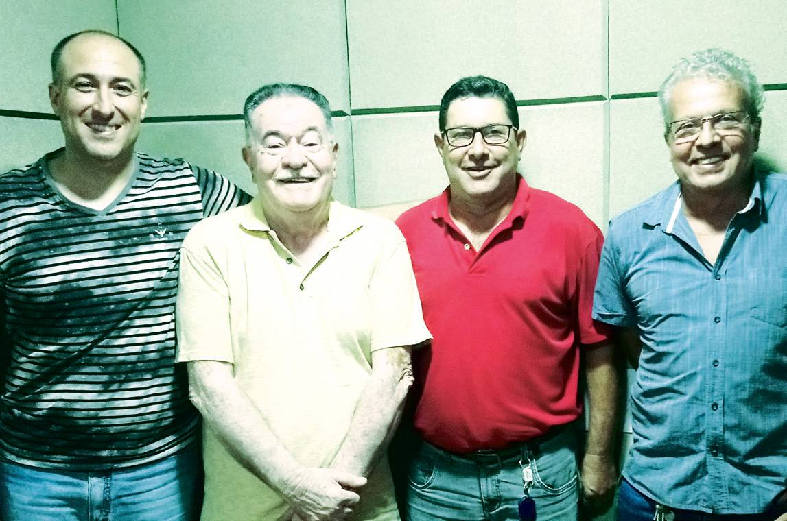 Matheus e Gilson, da Rádio Cacique, Carlinhos, presidente do Capivari Clube e seu vice Paulinho, durante entrevista