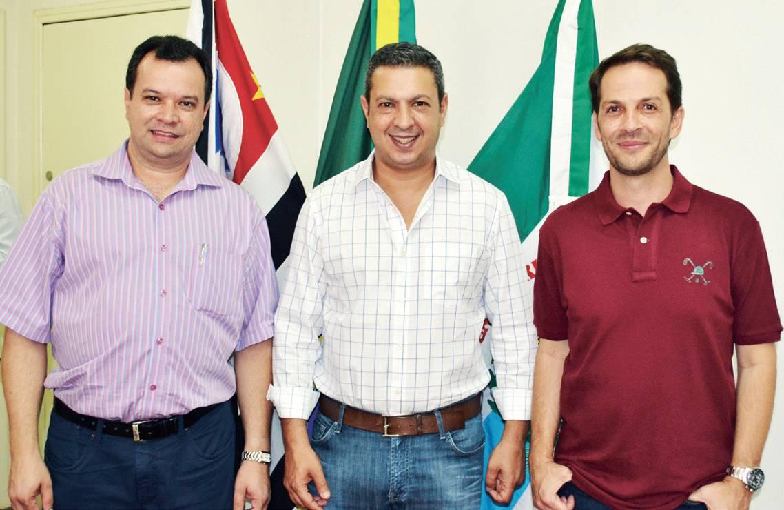 Eduardo Prado, chefe de Gabinete com o deputado federal Ricardo Izar Jr e o prefeito Rodrigo, no gabinete
