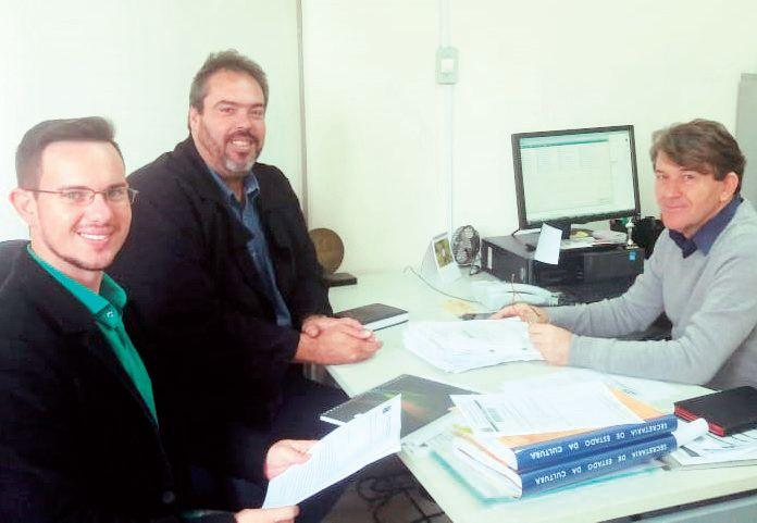 Da esquerda para a direita:  Alex Fontolan (diretor de Projetos) e Alexandre Della Piazza (secretário de Cultura e Turismo) se reuniram com o museólogo e diretor Davidson Panis Kaseker, da Secretaria de Cultura e Economia Criativa do Estado de São Paulo, na última segunda-feira