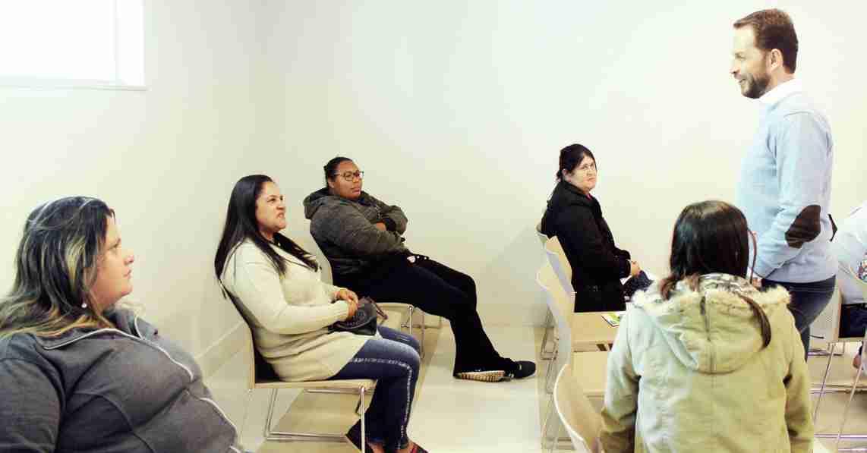 O prefeito Rodrigo Proença visitou a Unimed Capivari e conversou com pacientes atendidos pelo Corujão da Saúde
