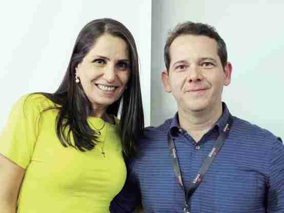 : Marília Cardoso, secretária de Educação de Capivari, ao lado de Heleomar Gonçalves assessor da Somos Educação.